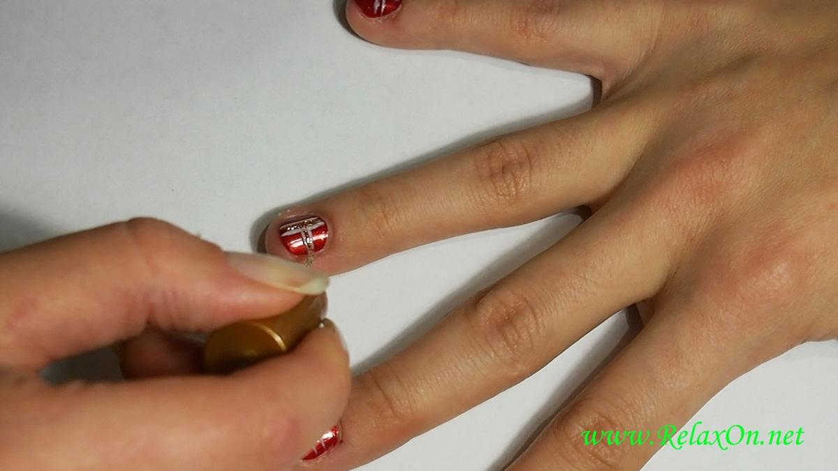 3-Пошаговый новогодний маникюр на короткие ногти
