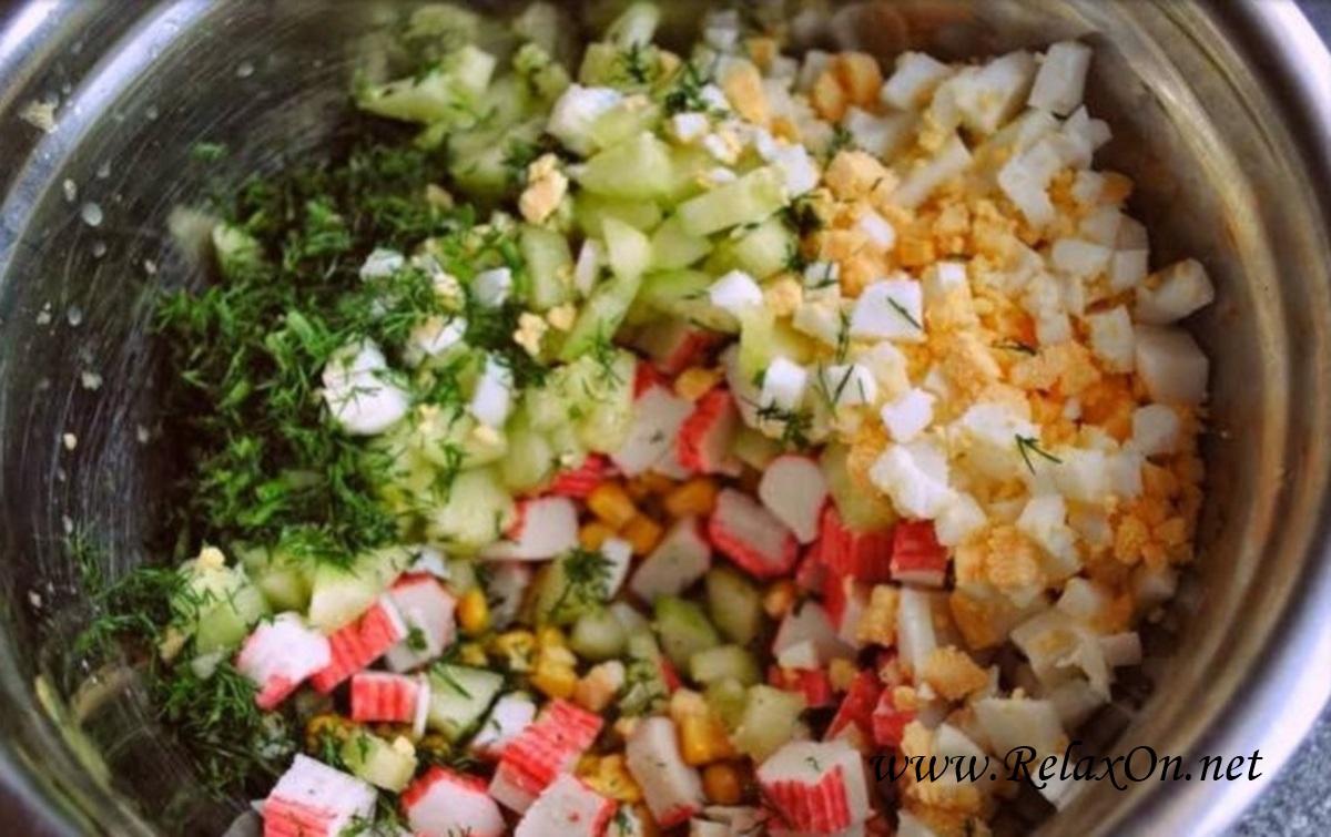 3-Салат из крабовых палочек с кукурузой и огурцом пошагово с фото