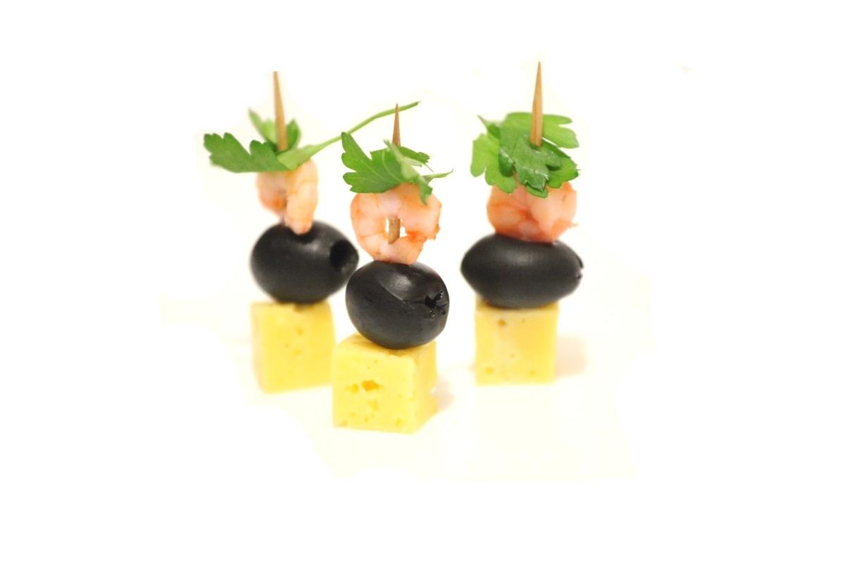 3- канапе с маслиной