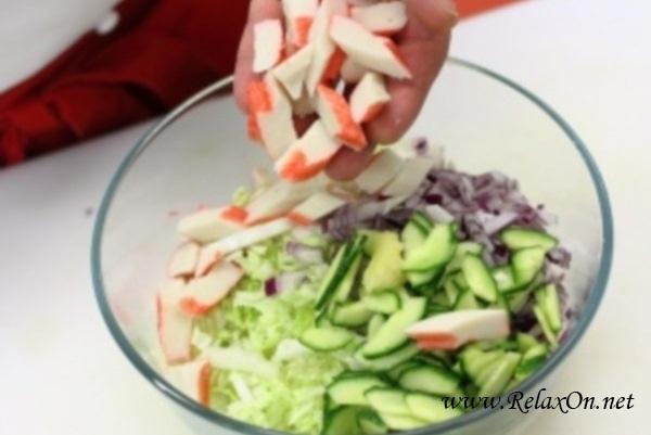 4-Салат из крабовых палочек с пекинской капустой пошагово