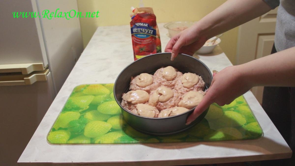 4- покрываем тефтели соусом