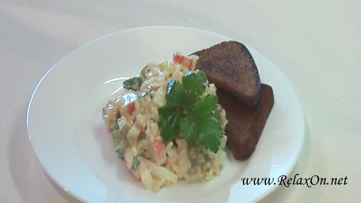 Салат из крабовых палочек с горошком пошагово с фото